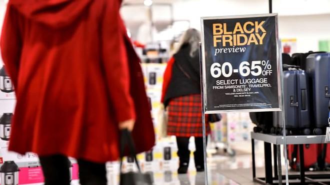 Black Friday bùng nổ tại các cửa hàng trên khắp thế giới-1