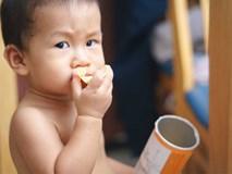 Thường xuyên cho con uống nước ngọt và đồ ăn vặt, mẹ không ngờ con bị ung thư dù mới 2 tuổi