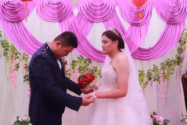 """Ngày cưới được trao đến 5 cây vàng, cô dâu hạnh phúc vì nghĩ nhà chồng coi trọng nhưng sau lại chết điếng vì câu nói trong đêm tân hôn: Vàng đấy mày vứt đâu thì vứt""""-1"""