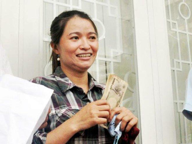 """4 người Việt nghèo kiết xác bỗng dưng phú quý giàu sang nhờ tiền rơi trúng đầu""""-1"""