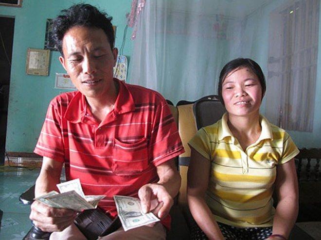 """4 người Việt nghèo kiết xác bỗng dưng phú quý giàu sang nhờ tiền rơi trúng đầu""""-2"""