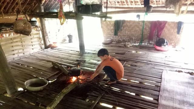 Những thông tin chưa biết về cậu bé sống cô độc trong rừng ở Tuyên Quang-1