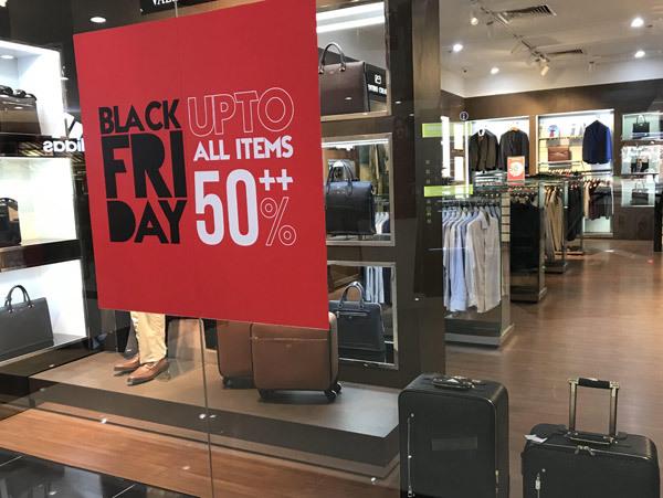 Thảm cảnh năm nay, Black Friday giảm 80% vẫn ngồi không đợi khách-3