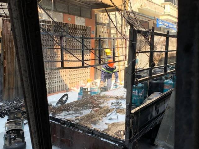 Chùm ảnh: Hiện trường vụ nổ bình gas kinh hoàng giữa phố Hà Nội đông người-2