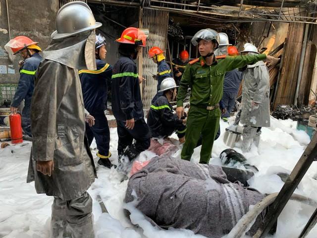 Chùm ảnh: Hiện trường vụ nổ bình gas kinh hoàng giữa phố Hà Nội đông người-3