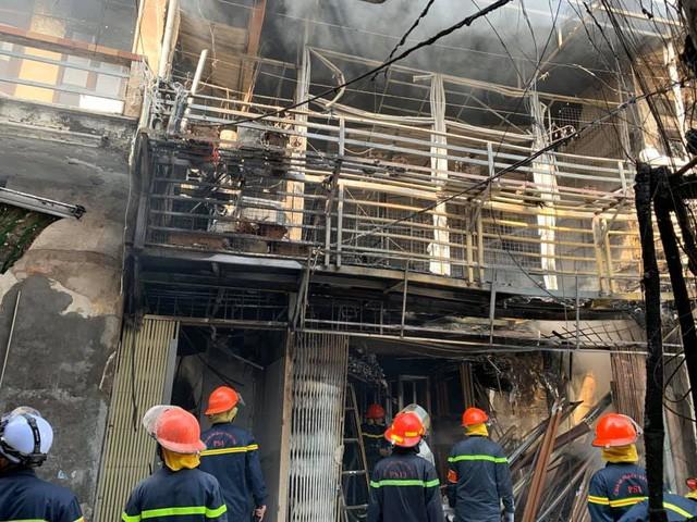 Chùm ảnh: Hiện trường vụ nổ bình gas kinh hoàng giữa phố Hà Nội đông người-5