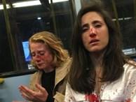 Xét xử 3 thanh niên Anh bắt đôi đồng tính nữ hôn nhau trên xe buýt