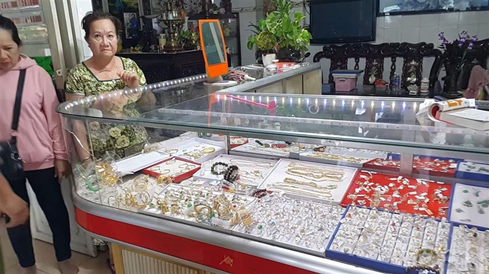 Hé lộ tình tiết bất ngờ vụ cướp tiệm vàng Kim Hồng và lời kể kinh hoàng của chủ tiệm-2