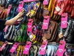 Chưa đến Black Friday đã bão giảm giá, quần áo giá 2.000 đồng-15