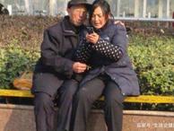 Cặp đôi 30 - 60 tuổi bị chỉ trích, người phụ nữ nói 1 câu khiến tất cả im lặng