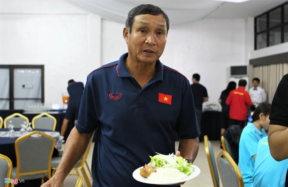 Tuyển nữ Việt Nam từ bữa ăn thiếu chất đến vé vào bán kết SEA Games-2