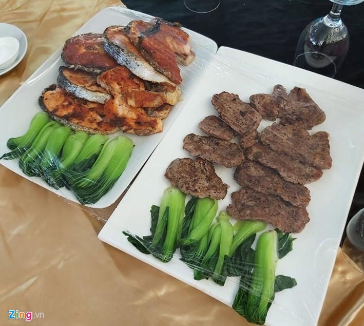 Tuyển nữ Việt Nam từ bữa ăn thiếu chất đến vé vào bán kết SEA Games-4
