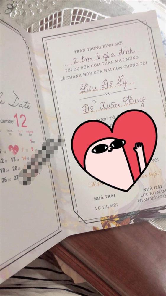 Xôn xao hình ảnh thiệp cưới của Lưu Đê Ly và Huy DX: Hé lộ thời gian tổ chức, tên viết tay theo phong cách cổ điển nhưng sai chính tả!-1