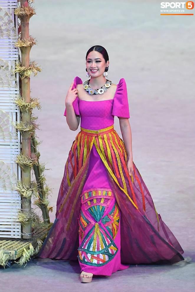 Cận cảnh dàn hoa hậu xinh tươi tham gia diễu hành khai mạc SEA Games 30-3