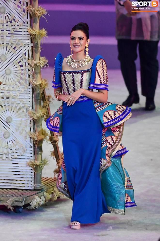 Cận cảnh dàn hoa hậu xinh tươi tham gia diễu hành khai mạc SEA Games 30-4