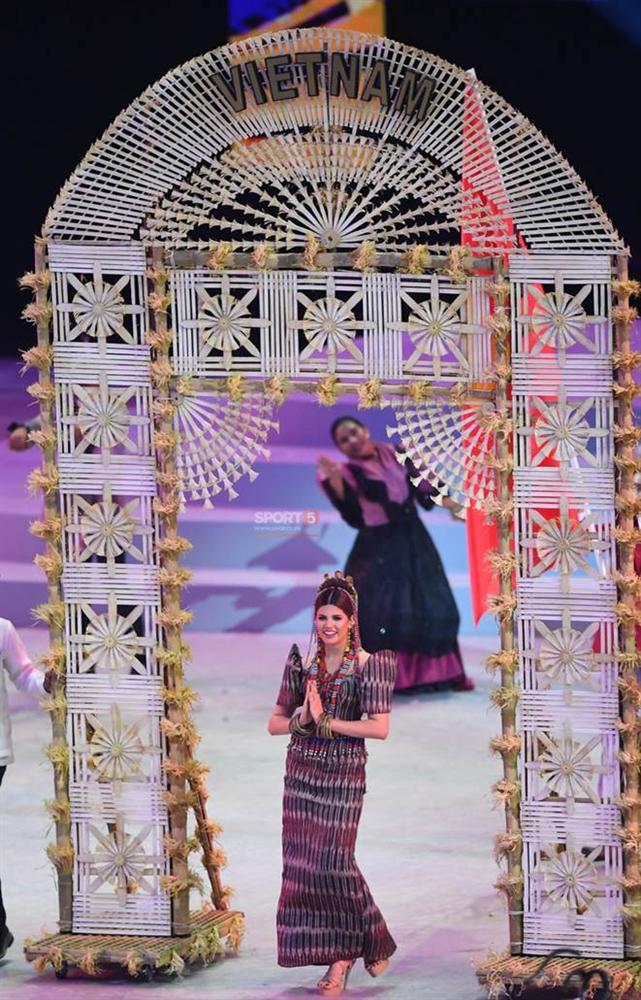 Cận cảnh dàn hoa hậu xinh tươi tham gia diễu hành khai mạc SEA Games 30-6