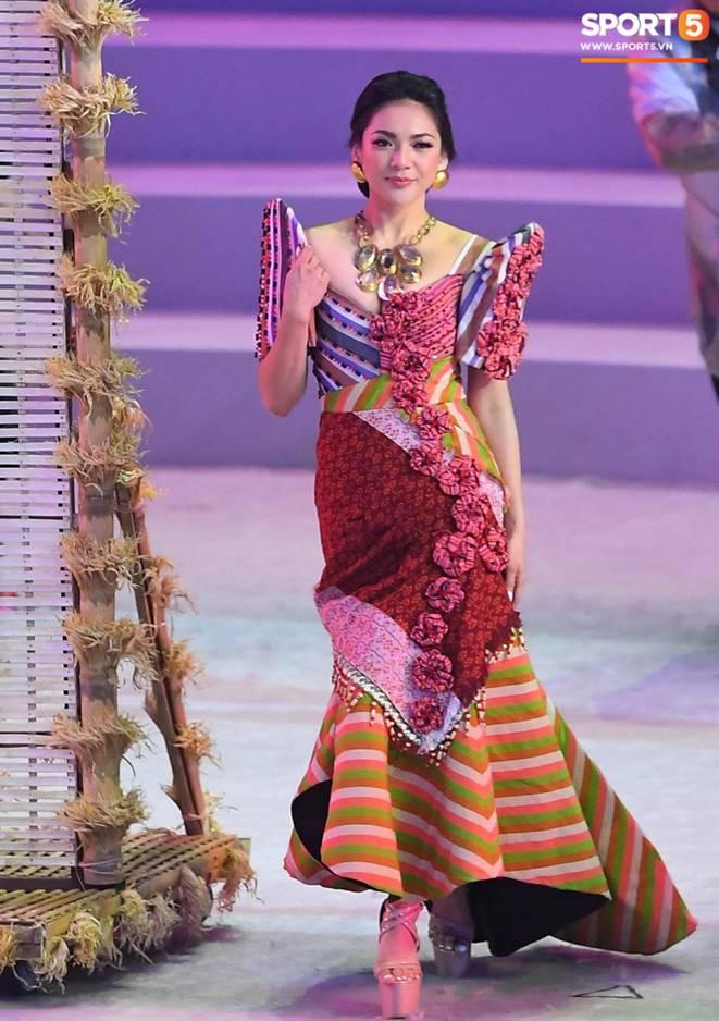 Cận cảnh dàn hoa hậu xinh tươi tham gia diễu hành khai mạc SEA Games 30-7