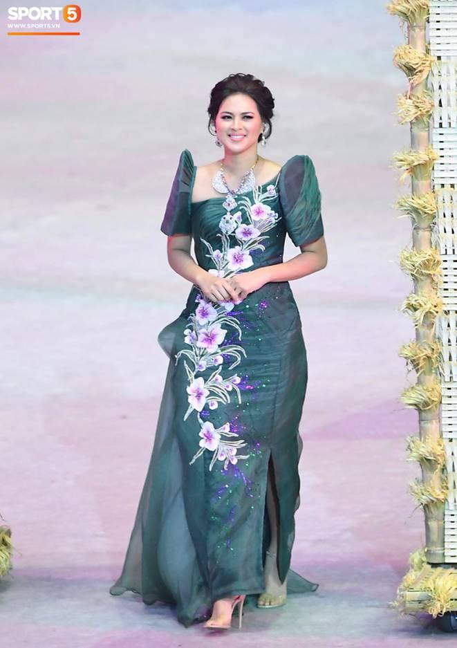 Cận cảnh dàn hoa hậu xinh tươi tham gia diễu hành khai mạc SEA Games 30-8