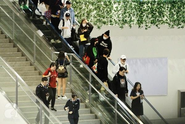 HOT: Các thành viên Running Man đã chính thức đến Việt Nam; Xuất hiện tình trạng móc túi, mất an ninh vì lượng người đông như vỡ trận-1