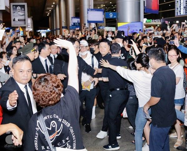 HOT: Các thành viên Running Man đã chính thức đến Việt Nam; Xuất hiện tình trạng móc túi, mất an ninh vì lượng người đông như vỡ trận-7