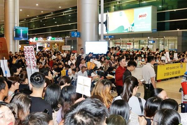 HOT: Các thành viên Running Man đã chính thức đến Việt Nam; Xuất hiện tình trạng móc túi, mất an ninh vì lượng người đông như vỡ trận-12