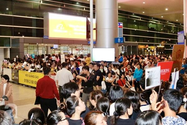HOT: Các thành viên Running Man đã chính thức đến Việt Nam; Xuất hiện tình trạng móc túi, mất an ninh vì lượng người đông như vỡ trận-13