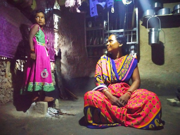 Thảm họa dân nghèo tự tử hàng loạt tại Ấn Độ: Phận góa phụ mất chồng, tuyệt vọng giữa nạn lạm dụng tình dục mà không được bảo vệ-1