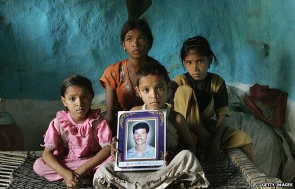 Thảm họa dân nghèo tự tử hàng loạt tại Ấn Độ: Phận góa phụ mất chồng, tuyệt vọng giữa nạn lạm dụng tình dục mà không được bảo vệ-5