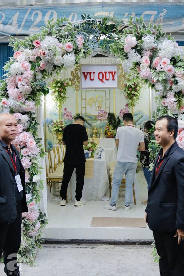 Đám cưới Á hậu Hoàng Oanh cùng bạn trai ngoại quốc: Cô dâu chú rể hạnh phúc trao nhau nụ hôn cùng bước lên xe-54
