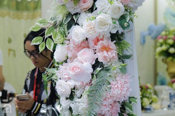 Đám cưới Á hậu Hoàng Oanh cùng bạn trai ngoại quốc: Cô dâu chú rể hạnh phúc trao nhau nụ hôn cùng bước lên xe-55