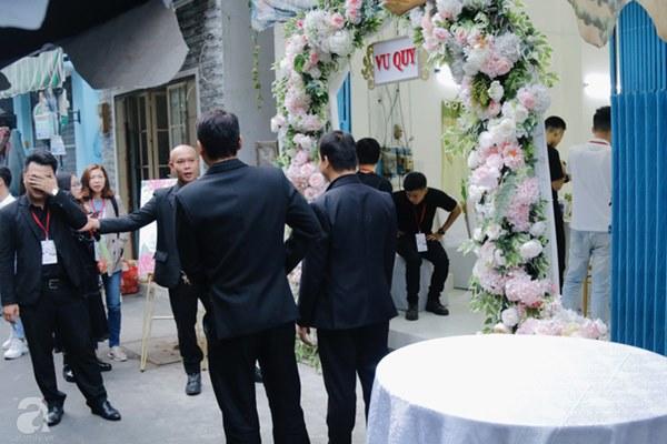 Đám cưới Á hậu Hoàng Oanh cùng bạn trai ngoại quốc: Cô dâu chú rể hạnh phúc trao nhau nụ hôn cùng bước lên xe-57