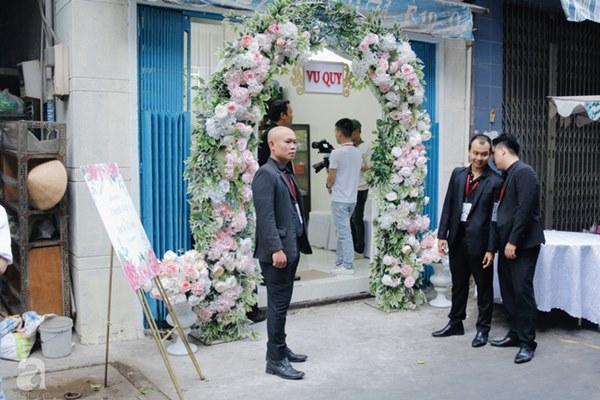 Đám cưới Á hậu Hoàng Oanh cùng bạn trai ngoại quốc: Cô dâu chú rể hạnh phúc trao nhau nụ hôn cùng bước lên xe-58