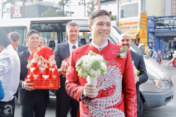 Đám cưới Á hậu Hoàng Oanh cùng bạn trai ngoại quốc: Cô dâu chú rể hạnh phúc trao nhau nụ hôn cùng bước lên xe-32
