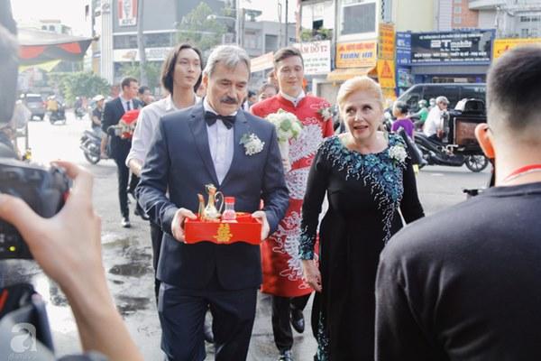 Đám cưới Á hậu Hoàng Oanh cùng bạn trai ngoại quốc: Cô dâu chú rể hạnh phúc trao nhau nụ hôn cùng bước lên xe-33