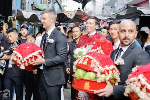 Đám cưới Á hậu Hoàng Oanh cùng bạn trai ngoại quốc: Cô dâu chú rể hạnh phúc trao nhau nụ hôn cùng bước lên xe-35