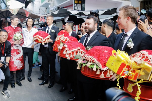 Đám cưới Á hậu Hoàng Oanh cùng bạn trai ngoại quốc: Cô dâu chú rể hạnh phúc trao nhau nụ hôn cùng bước lên xe-36