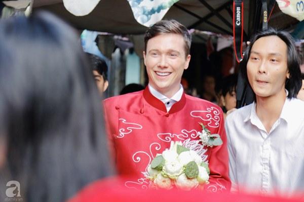 Đám cưới Á hậu Hoàng Oanh cùng bạn trai ngoại quốc: Cô dâu chú rể hạnh phúc trao nhau nụ hôn cùng bước lên xe-39