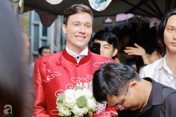 Đám cưới Á hậu Hoàng Oanh cùng bạn trai ngoại quốc: Cô dâu chú rể hạnh phúc trao nhau nụ hôn cùng bước lên xe-40