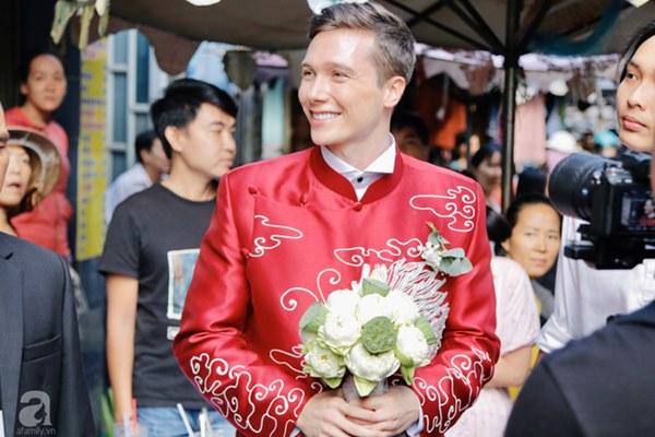 Đám cưới Á hậu Hoàng Oanh cùng bạn trai ngoại quốc: Cô dâu chú rể hạnh phúc trao nhau nụ hôn cùng bước lên xe-42