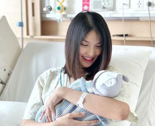 Vừa sinh con được vài ngày, mẹ bỉm sữa Lan Khuê xuất hiện với gương mặt gây ngạc nhiên-1