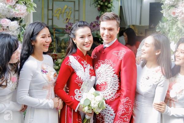 Đám cưới Á hậu Hoàng Oanh cùng bạn trai ngoại quốc: Cô dâu chú rể hạnh phúc trao nhau nụ hôn cùng bước lên xe-14