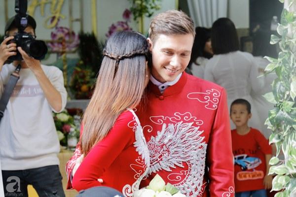 Đám cưới Á hậu Hoàng Oanh cùng bạn trai ngoại quốc: Cô dâu chú rể hạnh phúc trao nhau nụ hôn cùng bước lên xe-17