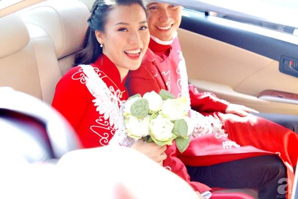Đám cưới Á hậu Hoàng Oanh cùng bạn trai ngoại quốc: Cô dâu chú rể hạnh phúc trao nhau nụ hôn cùng bước lên xe-5