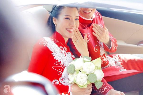 Đám cưới Á hậu Hoàng Oanh cùng bạn trai ngoại quốc: Cô dâu chú rể hạnh phúc trao nhau nụ hôn cùng bước lên xe-6