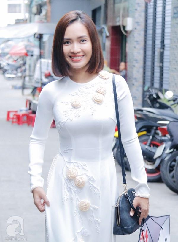 Dàn mỹ nhân Ngựa Hoang diện áo dài trắng thướt tha khoe dáng cùng dàn phù rể ngoại quốc trong lễ rước dâu của Á hậu Hoàng Oanh-1
