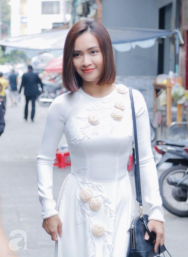 Dàn mỹ nhân Ngựa Hoang diện áo dài trắng thướt tha khoe dáng cùng dàn phù rể ngoại quốc trong lễ rước dâu của Á hậu Hoàng Oanh-2