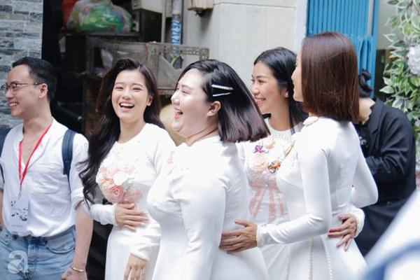 Dàn mỹ nhân Ngựa Hoang diện áo dài trắng thướt tha khoe dáng cùng dàn phù rể ngoại quốc trong lễ rước dâu của Á hậu Hoàng Oanh-8
