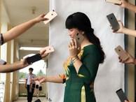 Đu hot trend tone-sur-tone, cô giáo chụp ảnh với loạt iPhone sang chảnh khiến dân mạng được dịp 'sáng mắt'
