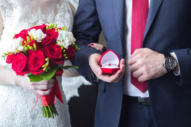 Chồng mới cưới xong đã nhất quyết không đeo nhẫn nhưng đằng sau đó là cả một sự thật còn kinh khủng hơn cả ngoại tình-2