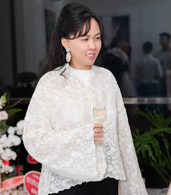 Giống công nương Kate, Phượng Chanel cũng lôi áo cũ 3 năm ra diện lại: Lỗi thời hay tinh tế?-1